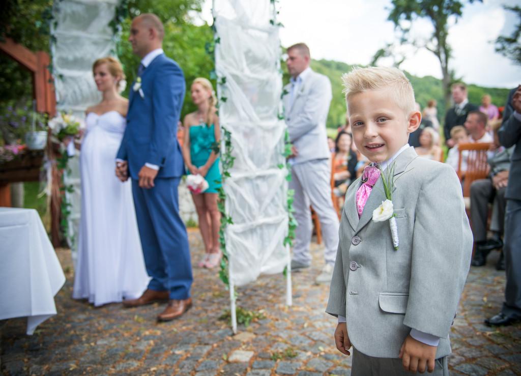 Dítě na svatebním obřadu, panství Velichov
