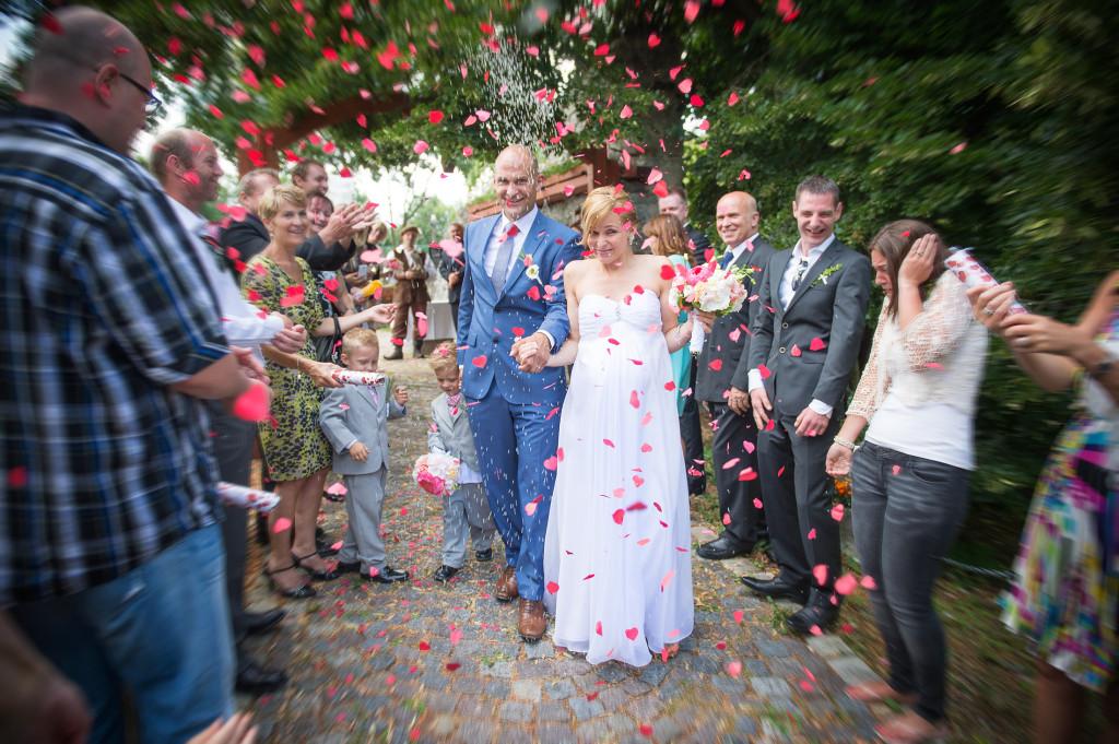 Venkovní obřad, romantická svatba, panství Velichov